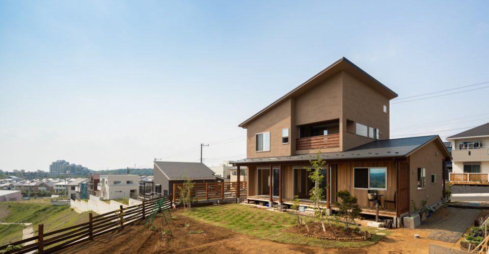 市原市「崖地に建つ風景を切り取る家」